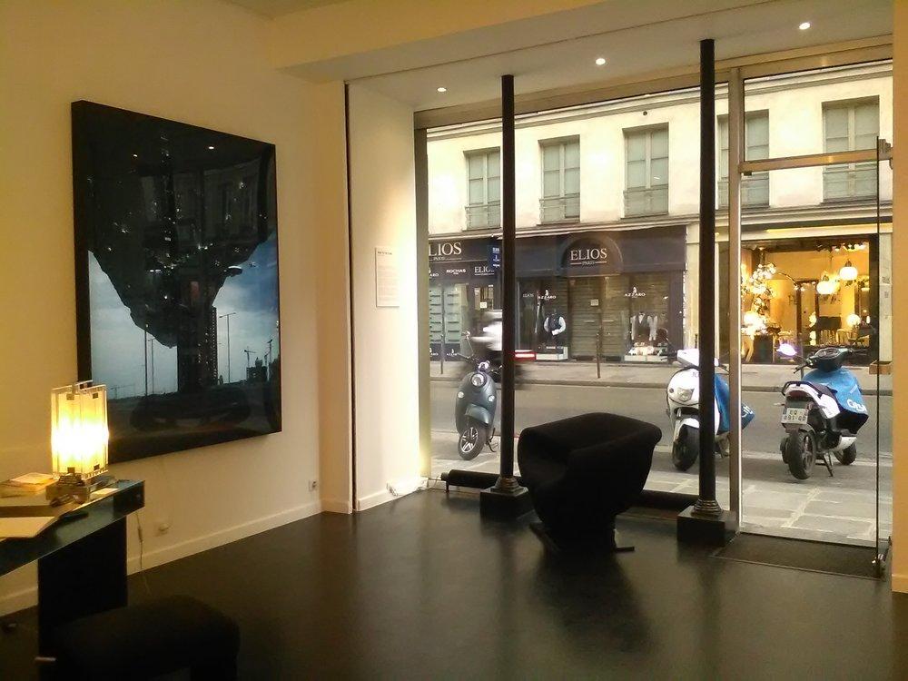 Galerie Patrick Gutknecht - Spécialisée dans la photographie et les arts décoratifs du XXe siècle à nos jours, la Galerie Patrick Gutknecht a ouvert ses portes en 2000 à Genève. Dans un espace de plus de 200 mètres carrés des photographies du début du XXe siècle à nos jours dialoguent avec des meubles, luminaires et objets art déco des années 1920 à aujourd'hui.En 2016 Patrick Gutknecht décide d'ouvrir un deuxième espace galerie à Paris, dans le quartier du Haut-Marais. Ce nouveau lieu sera également dédié à la photographie et aux arts décoratifs du XXe siècle.78 Rue de Turenne, 75003 Pariswww.gutknecht-gallery.com/