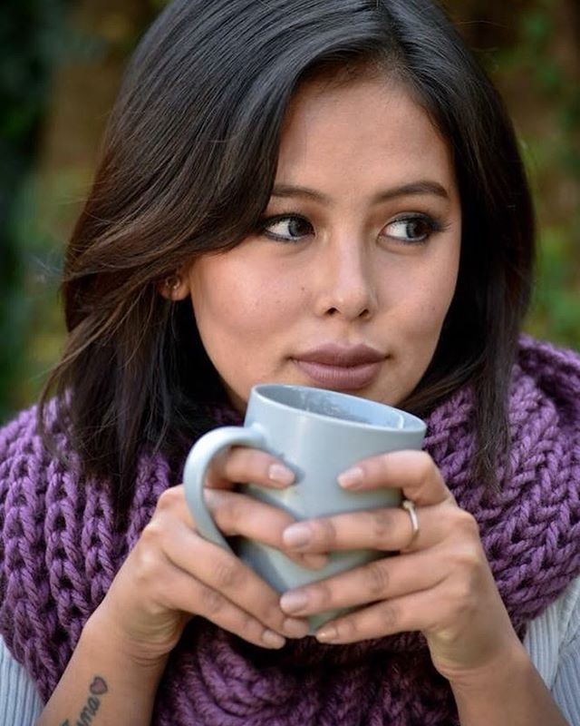 Stay cozy through the winter (and year-round!) with the hand-knit Maya infinity scarf. It's available in dozens of unique colors so you can rock it with any outfit from your wardrobe. Check it out at haushala.com or our online Etsy shop ❄️☕️✨ . . . . . . . #haushala #haushalacreatives #etsy #handmade #ethicalfashion #styleblog #socialimpact #nepal #scarf #infinityscarf
