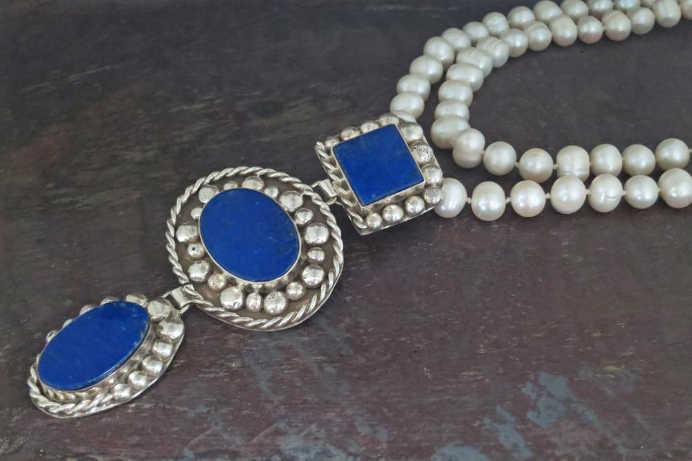 Lapis lazuli pendant & pearl necklace