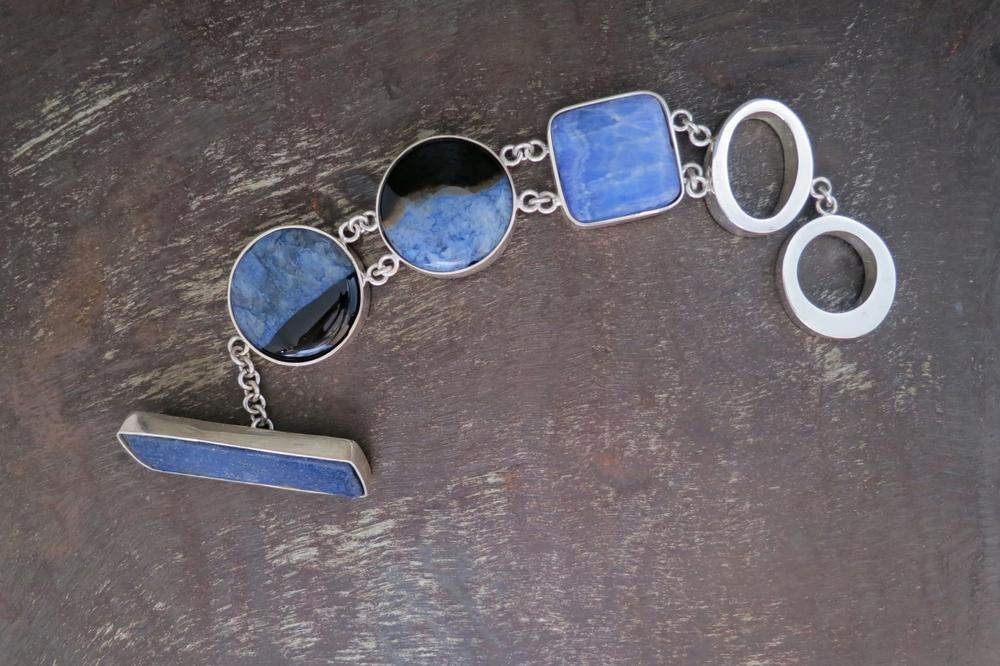 Lapis lazuli & agate bracelet