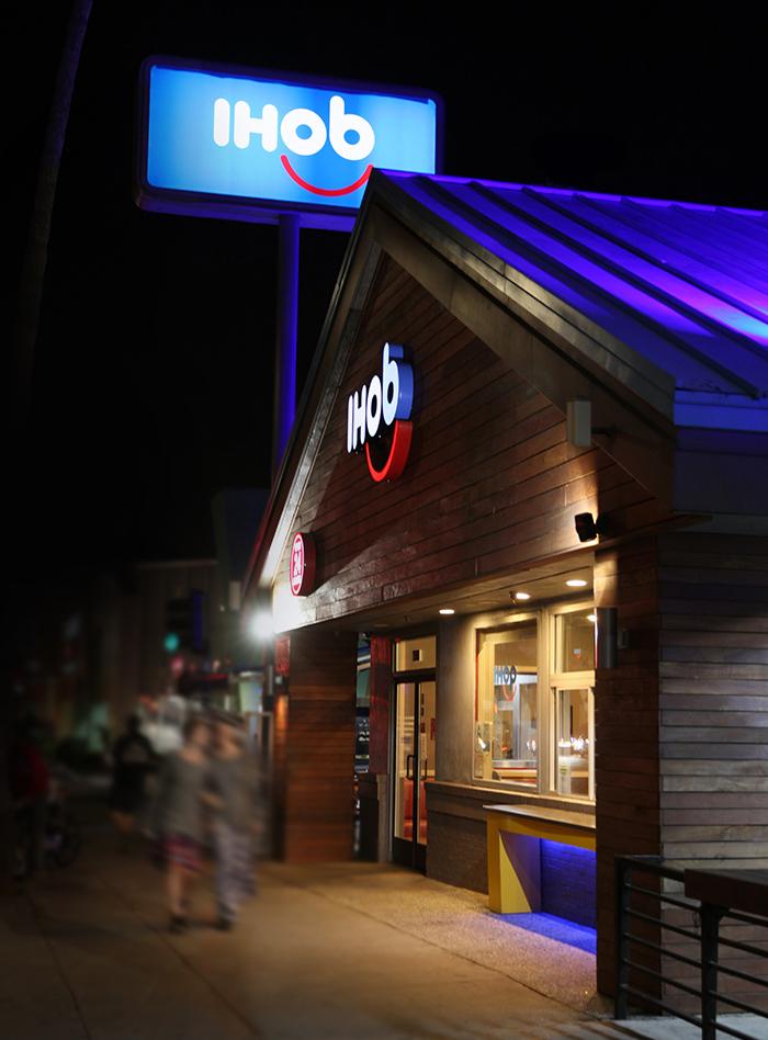 Store-Night.jpg