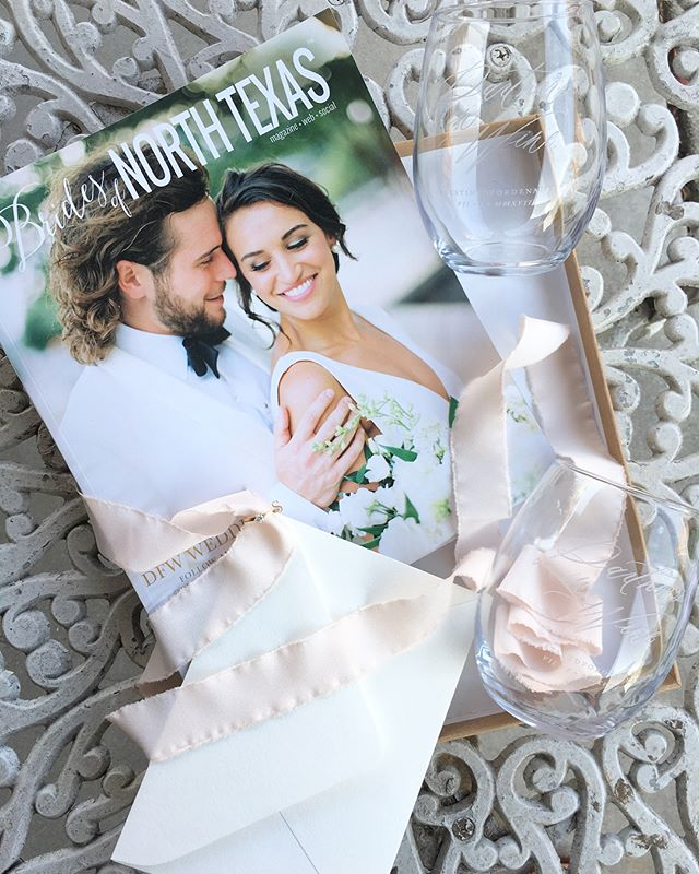 A fun little engagement gift for some friends who are wine lovers! Current @bridesofnorthtx mag (cause every bride needs wedding inspiration and this publication is one of my faves) + custom engraved wine glasses for all the #vino that will be had while wedding planning💋 Love how they turned out-Swipe to see the design up close! #partnersinwine