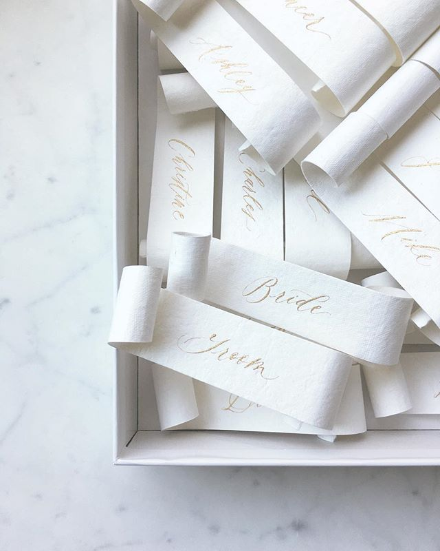 Place cards for a special bride + groom dear to my heart that just tied the knot💕 I always get excited about these beauties!! Handmade paper (look at that texture🤩), hand cut, each rolled by hand and handlettered (all the hands y'all🙌🏽) the scroll place cards are a labor of love but they always make such a beautiful show!✨