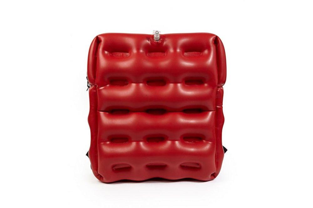 christopher-raeburn-inflatable-backpack-1.jpg