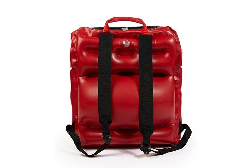 christopher-raeburn-inflatable-backpack-2.jpg
