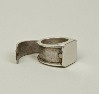 Mens-Hidden-Section-Ring-By-Maison-Martin-Margiela-320x304.jpg