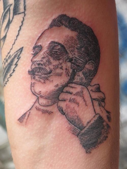50b4cdb1c552dkim_papanatos-191112-sqm-tattoo-013.jpg