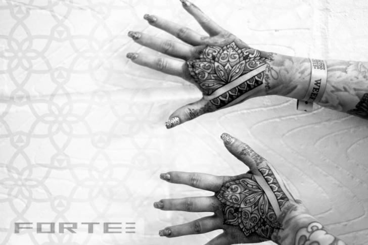 tattoo-dotwork-hand.jpg