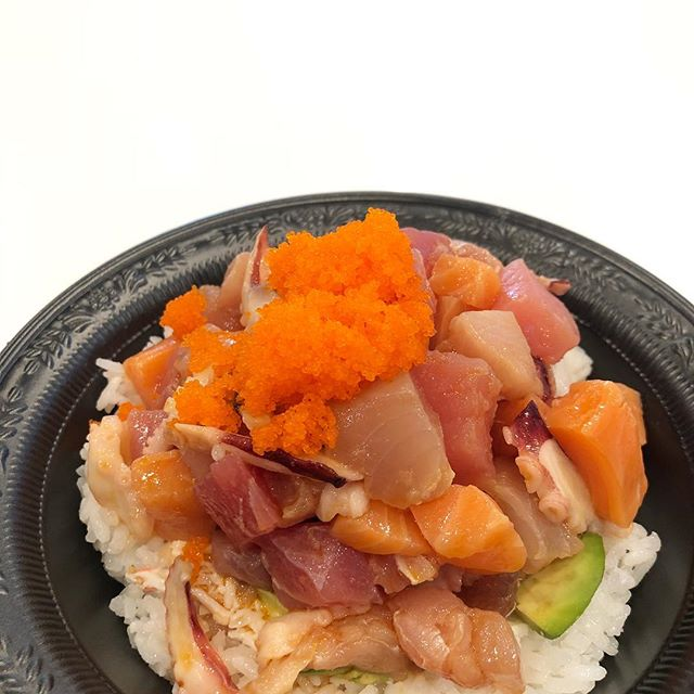 Up close and personal... 🐟 #salmonsaturday #poki #pokinometry #sushi #orangecounty #oceats #laeats #losangeles #anahiem #hollywood #rowlandheights #postmates #delivery #fishlovers #foodofinstagram #instafood #foodie #tastethisnext #salmon #poke