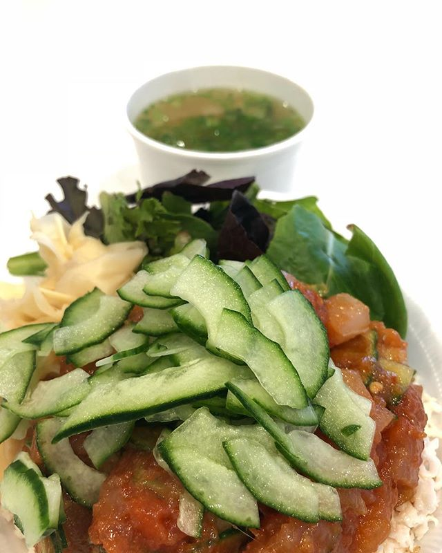 Extra cucumbers and a side of miso pleeeeeeeeeease🤤 • • • • • 🐟 #salmonsaturday #poki #pokinometry #sushi #orangecounty #oceats #laeats #losangeles #anahiem #hollywood #rowlandheights #postmates #delivery #fishlovers #foodofinstagram #instafood #foodie #tastethisnext #salmon #poke