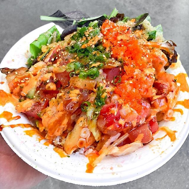 How saucy do you like it? 👅 📷 @likefoodla • • • • • 🐟 #salmonsaturday #poki #pokinometry #sushi #orangecounty #oceats #laeats #losangeles #anahiem #hollywood #rowlandheights #postmates #delivery #fishlovers #foodofinstagram #instafood #foodie #tastethisnext #salmon #poke