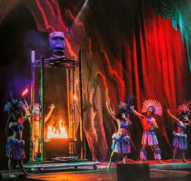 You ready to have a magical experience?🔮 Well come join us at the Magic of Polynesia Show!! There are shows 7 nights a week, right in the 💜 of Waikīkī. Don't blink 👀, you might miss something amazing!!• • • • #maluproductions #magicofpolynesia #magicshow #waikiki #beamazed #polynesia #polynesianentertainment #magic #magicaltime