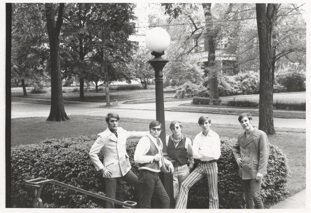 08 - Nobody's Children - Under The Lamp Post - Lloyd, Randy, Tom, Mike & Fritz .jpg