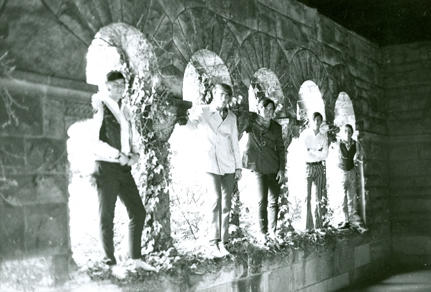 33 - Nobody's Children - Randy, Lloyd, Fritz, Mike & Tom - Under the Arches (#2 of 2) .jpg