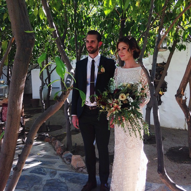 Congratulations to these two beauties ❤️❤️ Also big props to @mooncanyon for making the sickest bouquet ever! #jennyandlevi #wedding #palmsprings
