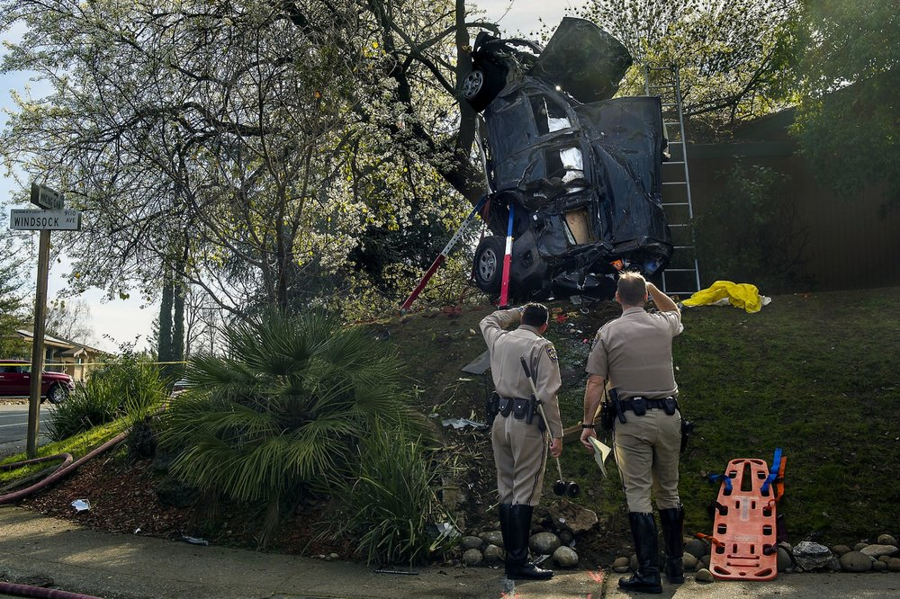 CHP officers investigate a crash at the intersection of Windsock Ave and Winding Oak Drive in Fair Oaks on Friday, February 12, 2016.