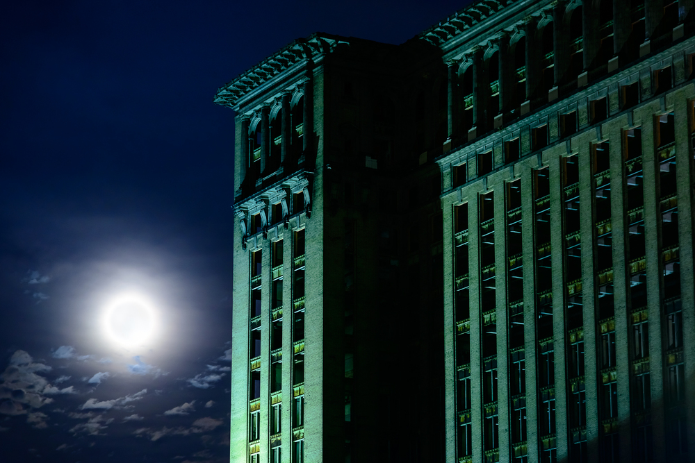 7/1/15.  What better way to start a month long project than on the night of a full moon?  Michigan Central looking better than ever, although this was one of the last days it would stand in it's full skeletal form.