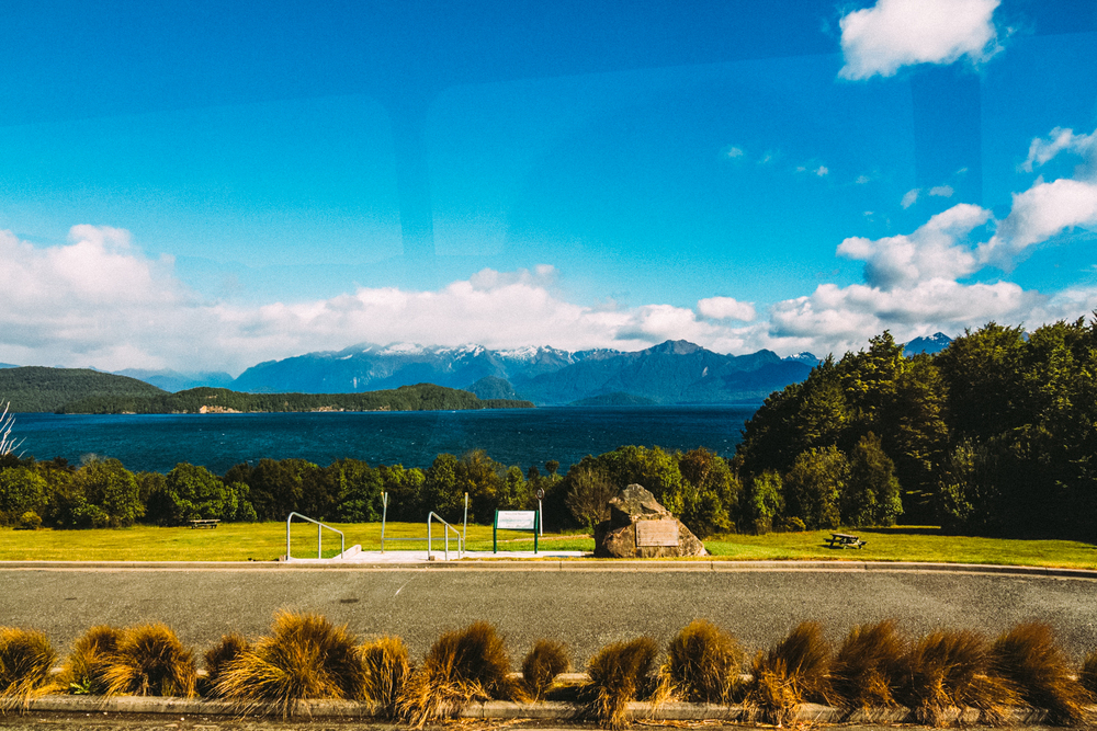 You can see the most important lake on the way to Queenstown, and it's really hard to believe that's just a lake.Also, sun was playing hide-and-seek like crazy, this was probably the brightest scene through out the day.