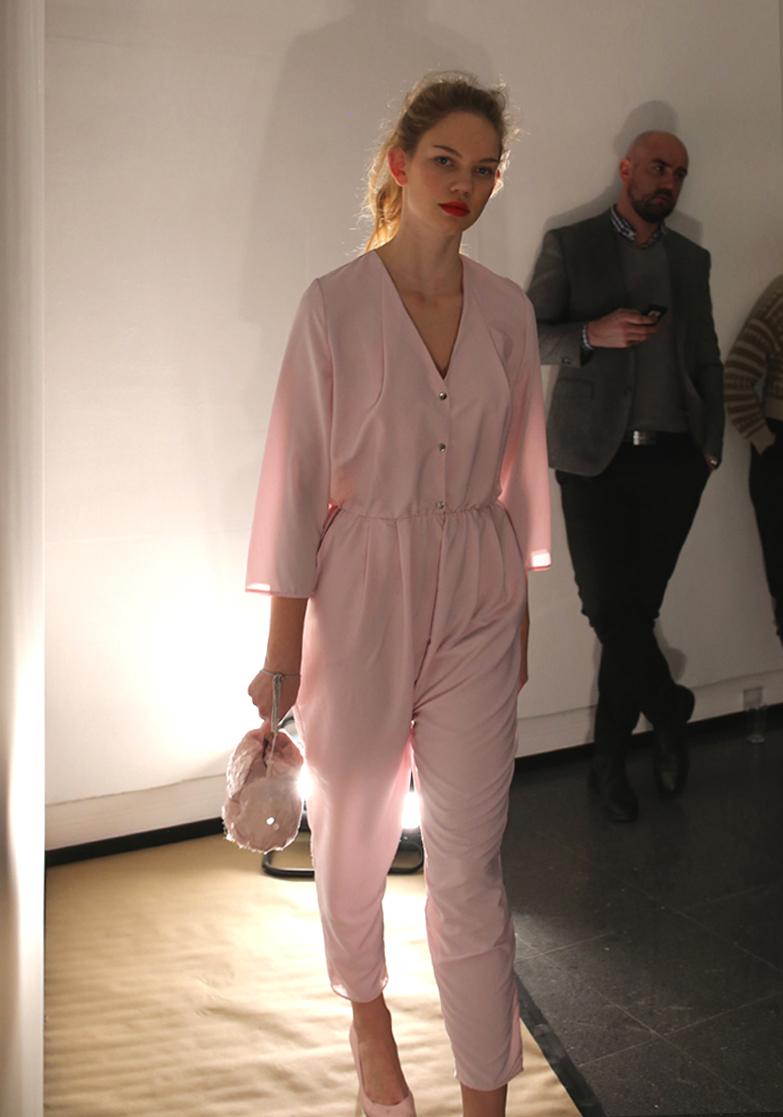 rosa buksedrakt.jpg