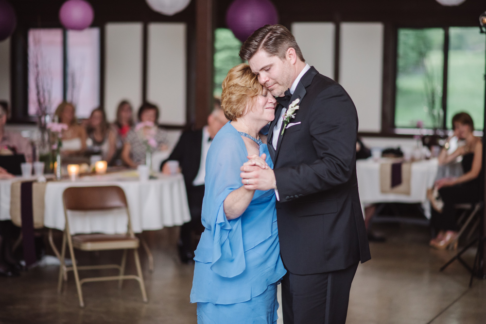 Heritage Barn Wedding reception Cleveland Photographer in stow ohio
