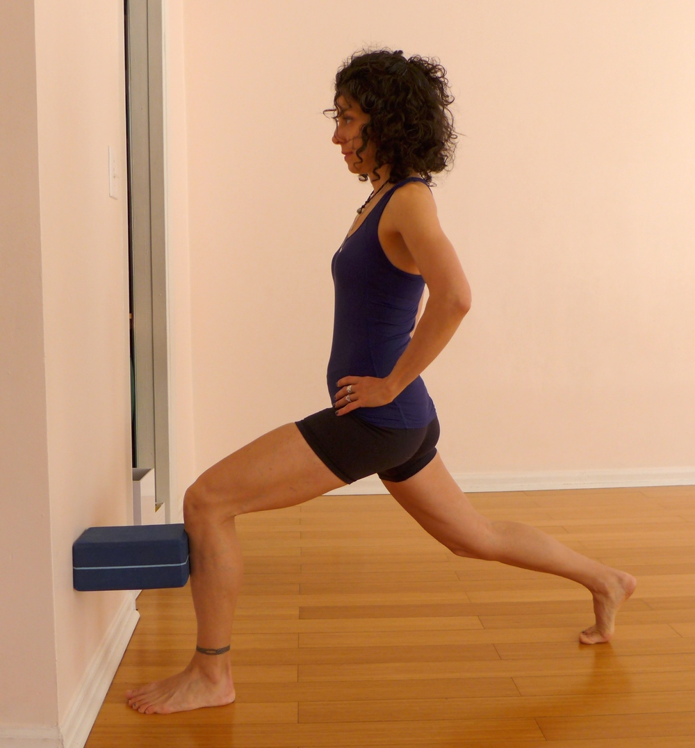 7. LUNGE WITH BLOCK AT THE WALL