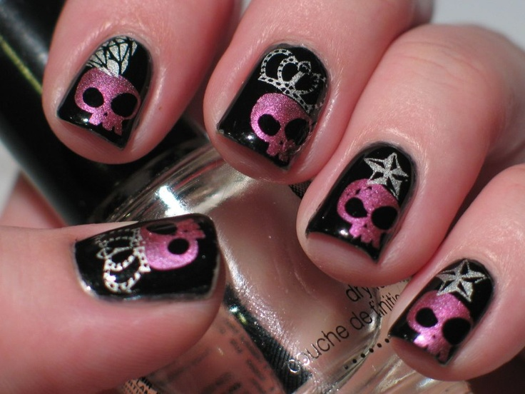 Skull and Skeleton Nail Art that Will Thrill You to the Bone (With  Tutorials) — I Love Halloween - Skull And Skeleton Nail Art That Will Thrill You To The Bone (With