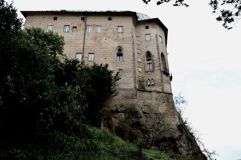 The-Frightening-Legend-of-Houska-Castle-Tres-Bohemes-3.jpg