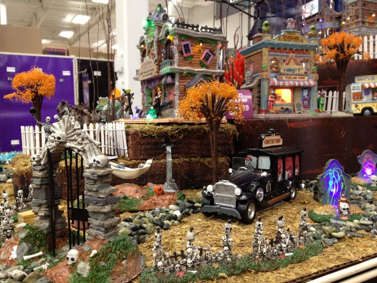 9bd036cf5dcf33b931a0e60e48cb7173--halloween-village-display-halloween-town.jpg