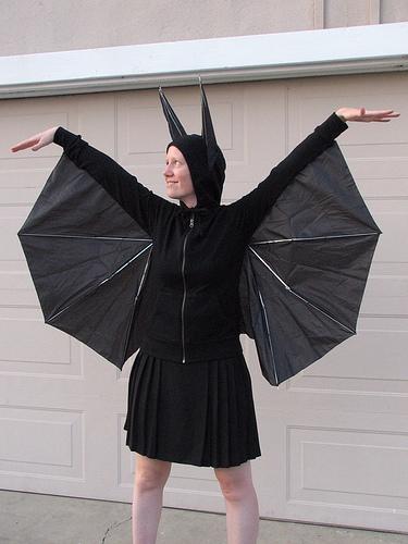 DIY-Bat-costume-with-umbrella-wings.jpg