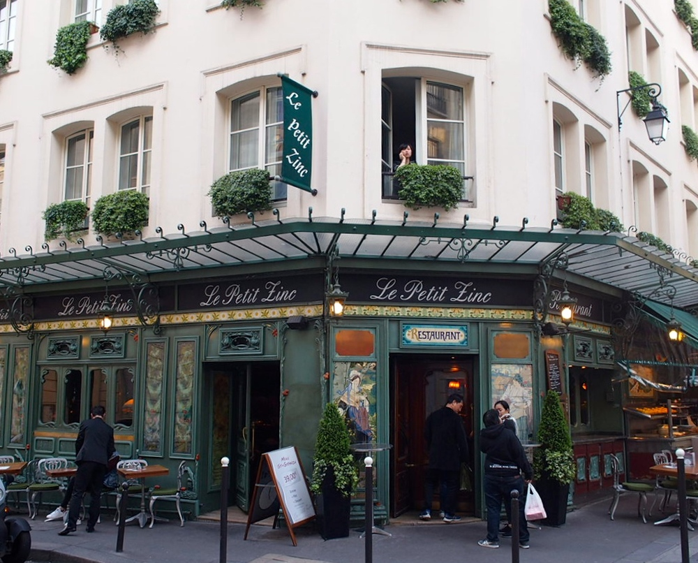 Could this café be any cuter? Saint-Germain-des-Prés