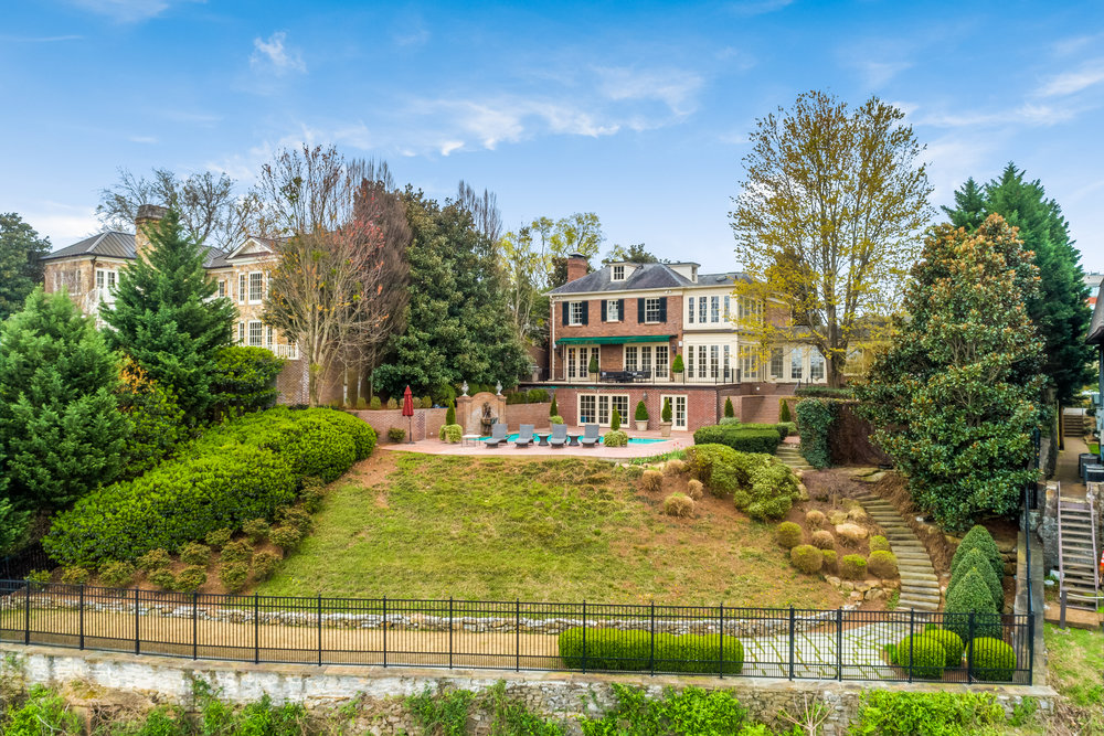 639 Battery Place | Chattanooga, TN | 6 Bedrooms | 6 Full, 1 Half Bath | 7,191 sq ft