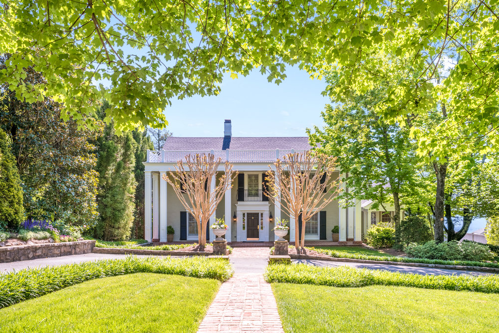 $1,482,000 Lookout Mountain, TN 37350 5 Bedrooms | 5 Full, 1 Half Bath | 5,347 sq ft Sold: 06/29/2019