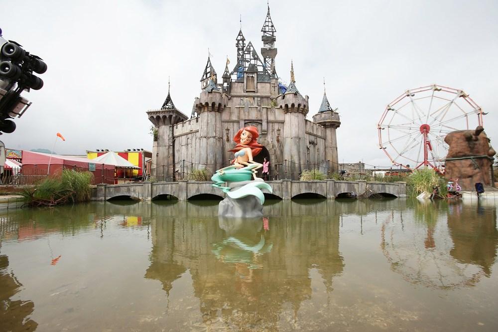 Banksy-Dismaland-15-Vogue-21Aug15-PA_b_1440x960.jpg
