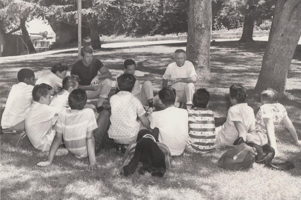 louis-zamperini-talking-to-children