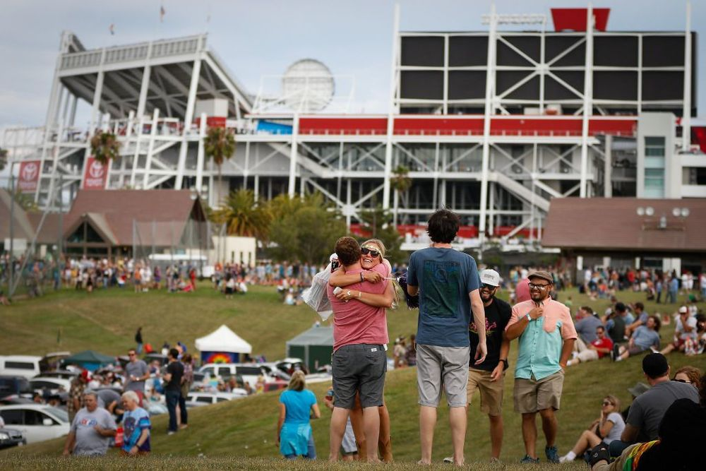 Two Dead Heads embrace outside Levi's Stadium prior to Saturday's Grateful Dead show. (photo by Loren Elliott)