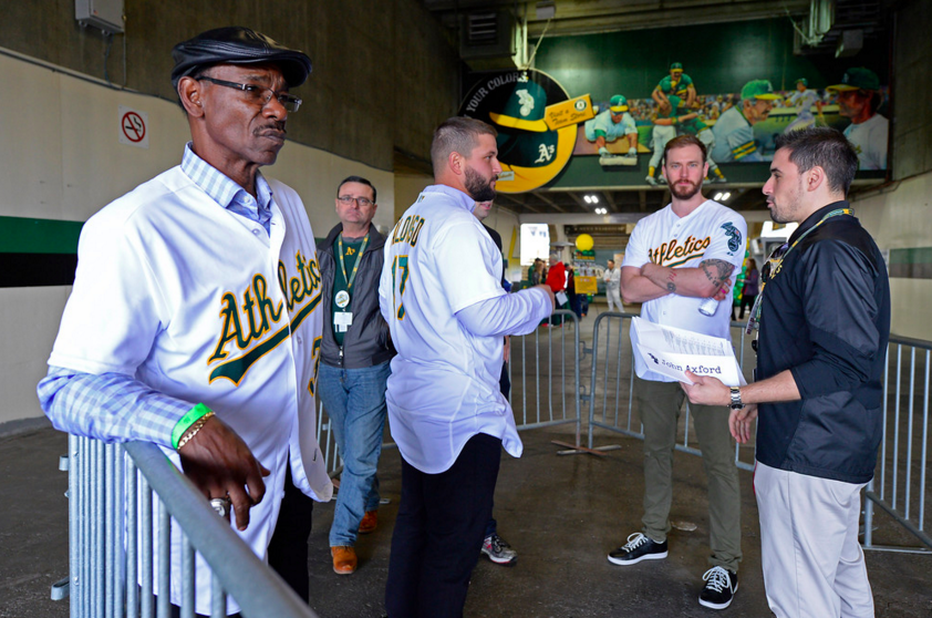 Ron Washington posting up outside Oakland A's Fan Fest on Sunday morning (photo by Jose Carlos Fajardo)