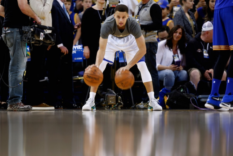 A creature of habit: Steph Curry (photo by Ezra Shaw)
