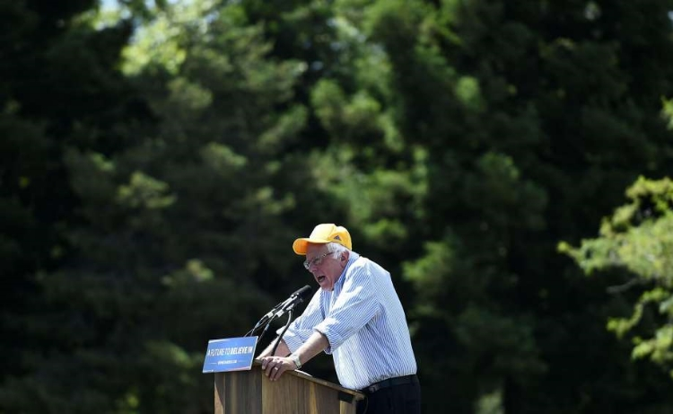 Bernie addresses the crowd at Solano Community College (photo by Michael Noble Jr. of the SF Chronicle)