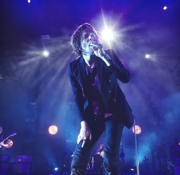 Matt Shultz of Cage The Elephant (photo by Carly Robinson)