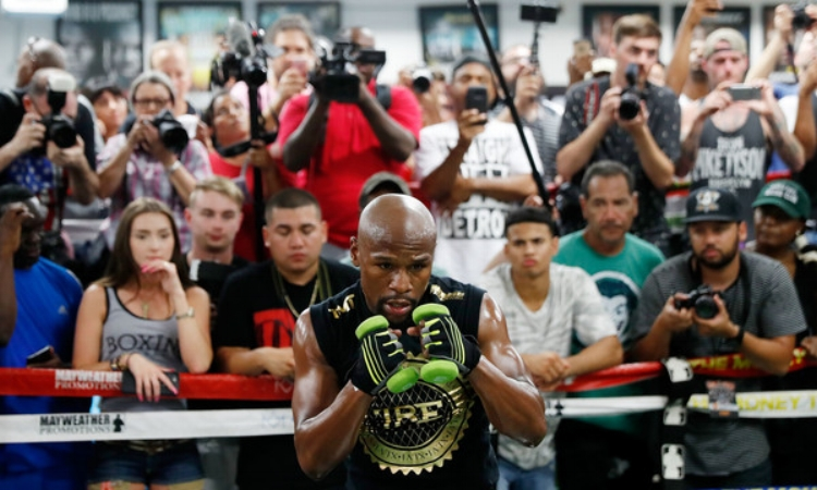 Money Mayweather trains for the showdown at his gym in Las Vegas (Photo by Isaac Brekken