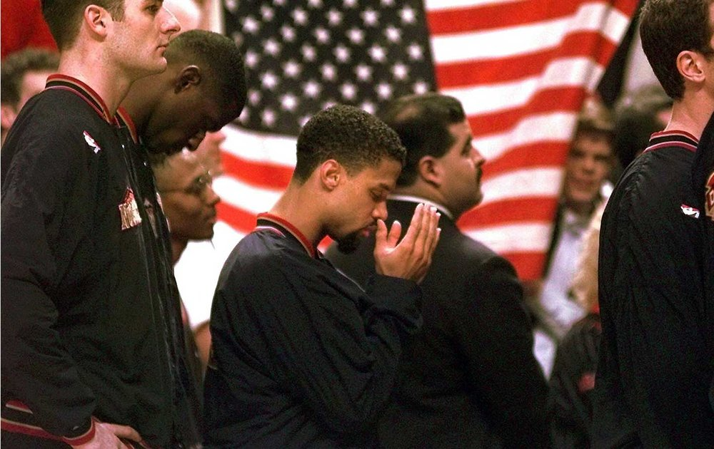 Mahmoud Abdul-Rauf prays during the National Anthem at a March 1996 game in Chicago. (AP Photo / M. Spencer Green)