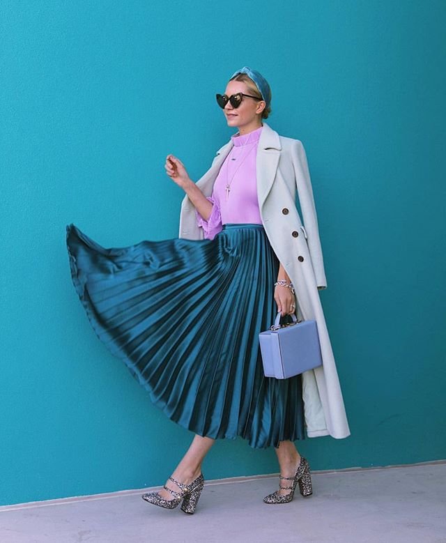 ...and the award for #wcw goes to the oh-so fancy and colorful @blaireadiebee 🙌🏼💙 _ #influencer #influencermarketing #ootd #influencermanagement #contentmarketing #smallbusinessowner #bloggerstyle #blogger #fblogger #bblogger #beautyblogger #fashionblogger #hustle #mycreativebiz #creativeentrepreneur #lifestyleblogger #styleblogger #bloggerlife #outfitoftheday