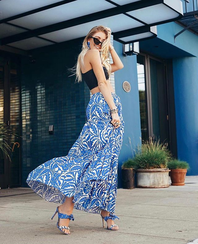 We are feelin' the weekend like Madison is feelin' that skirt! #werk 💙 Follow ➡️ @minimalmajor ⬅️ for outfit inspo!  _ #influencer #influencermarketing #ootd #influencermanagement #contentmarketing #smallbusinessowner #bloggerstyle #blogger #fblogger #bblogger #beautyblogger #fashionblogger #hustle #mycreativebiz #creativeentrepreneur #lifestyleblogger #styleblogger #bloggerlife #outfitoftheday