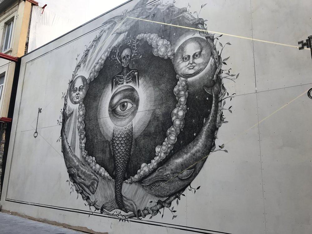 Eén van de tientallen kunstwerken in het midden van de stad.