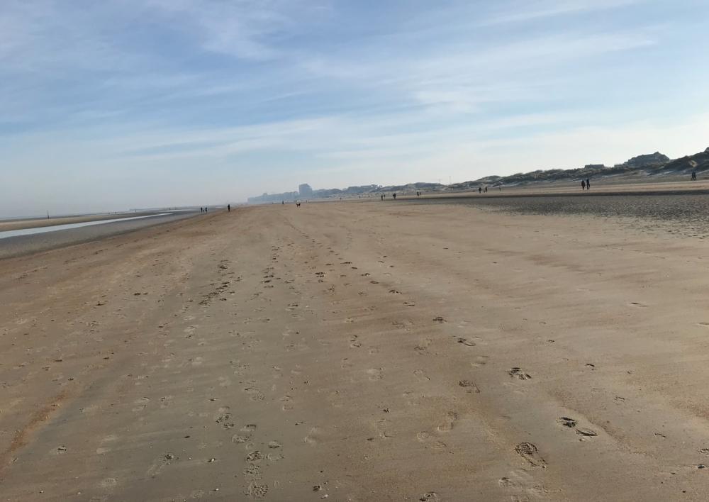 verlaten strand oostduinkerke.png