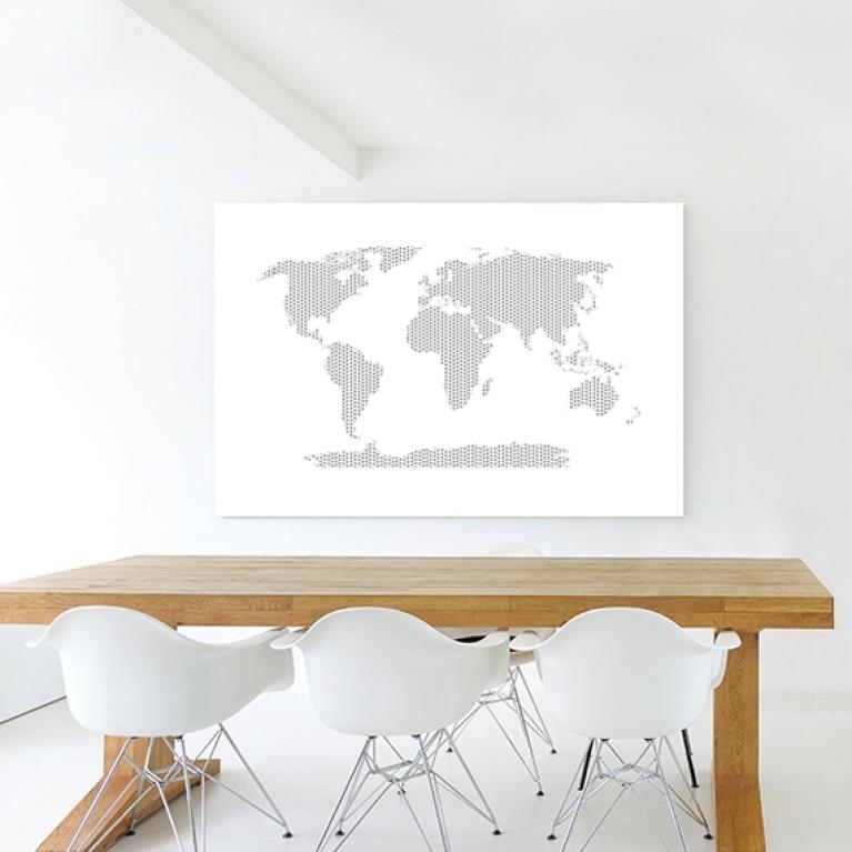 kruisjes-en-plusjes-zwart-wit-wereldkaart-inspiratiewoonkamer_1.jpg