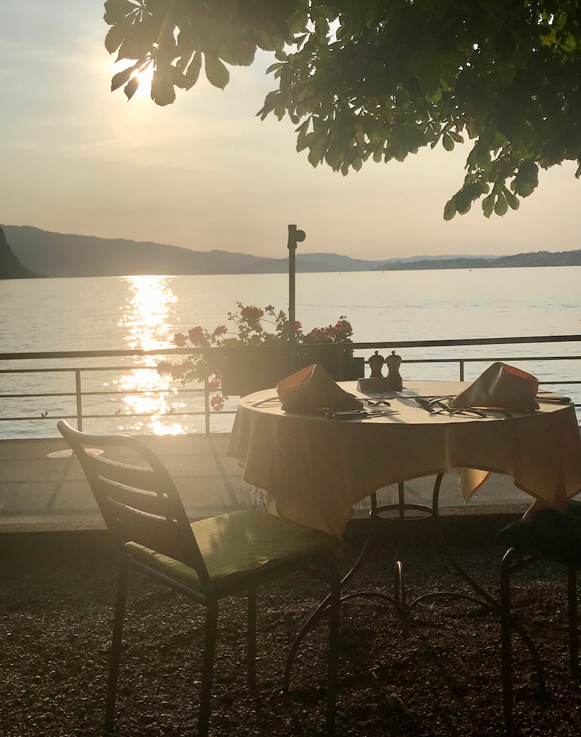 sunset dinner hotel terrasse am see .png