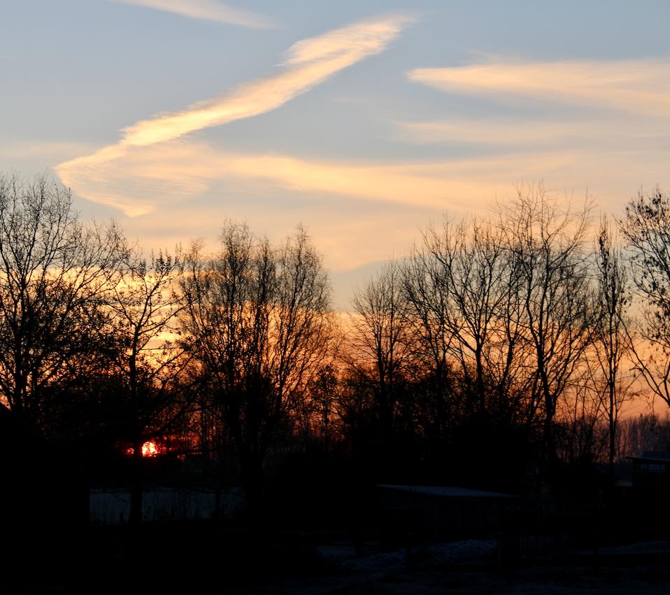 Wel werden we getrakteerd op een vurige zonsopgang vanuit onze kamer.