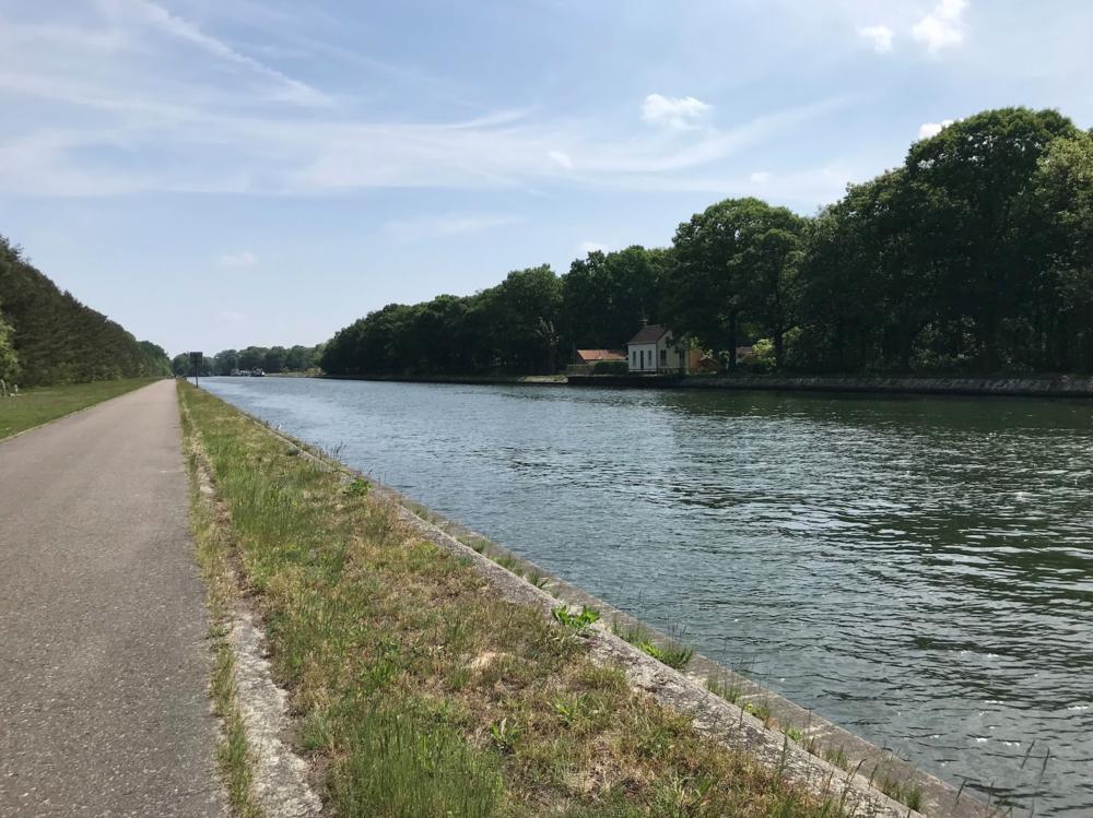 Het Pagadderpad loopt langs dit mooie kanaal.
