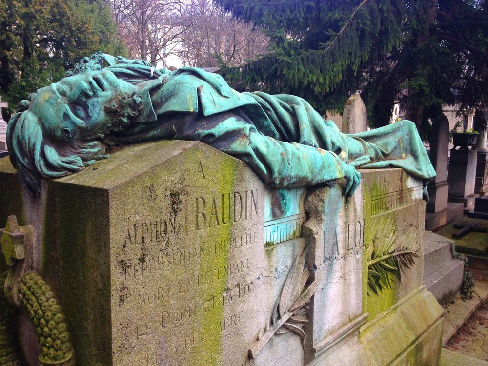 Just one of the sculptural monuments in the  Cimetière de Montmartre , Paris.